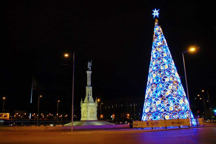 Madrid_city_lights_Christmas_Colon.jpg