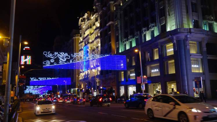 Madrid_city_lights_Christmas_Gran_Via.jpg