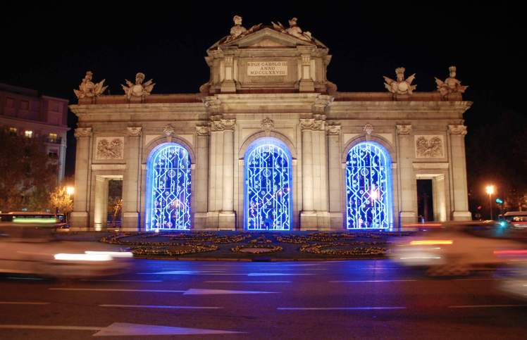 Madrid_city_lights_Puerta_de_Alcala.jpg