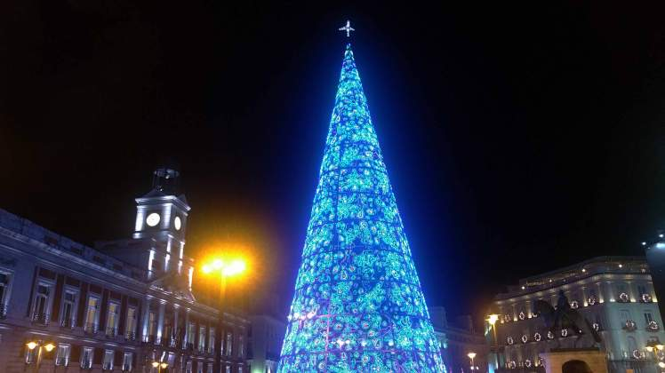 Madrid_city_lights_Puerta_de_Sol.jpg